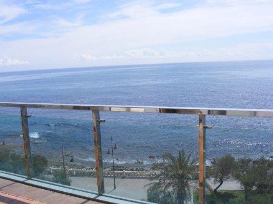 Eerstelijns strand appartement