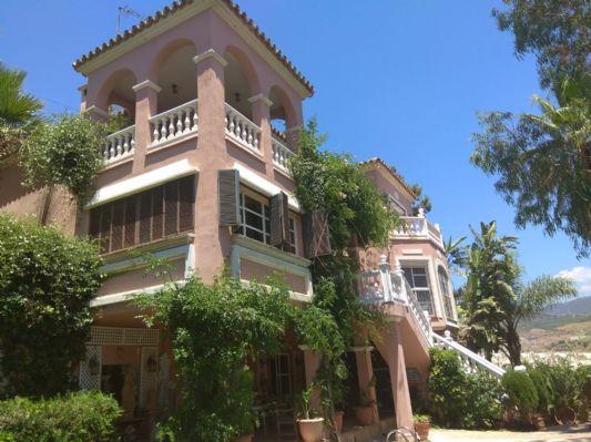 Vrijstaande luxueuze villa (O.B.)